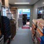 整理整頓がイイ仕事を生み出す。北九州クリーンサポートの資材倉庫から見る仕事への丁寧さ。